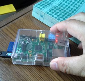 電源プラグ、SDカードおよびusb wifi mini adapter で一丁前のコンピューター